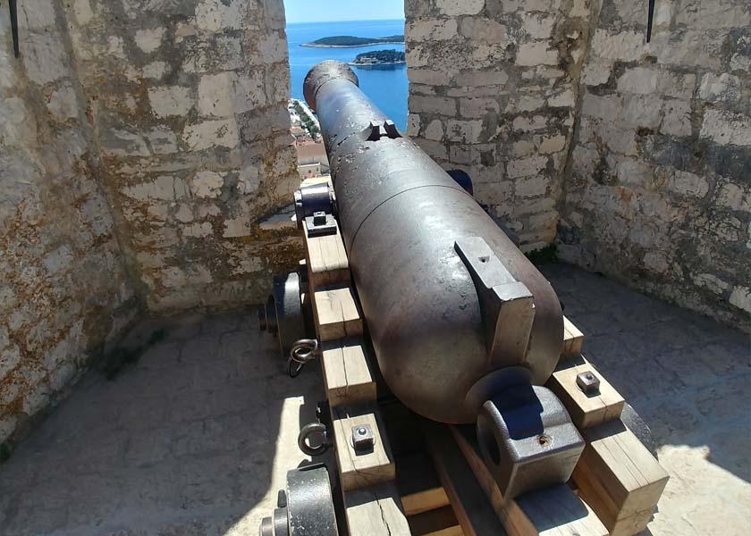 hvar-fortica