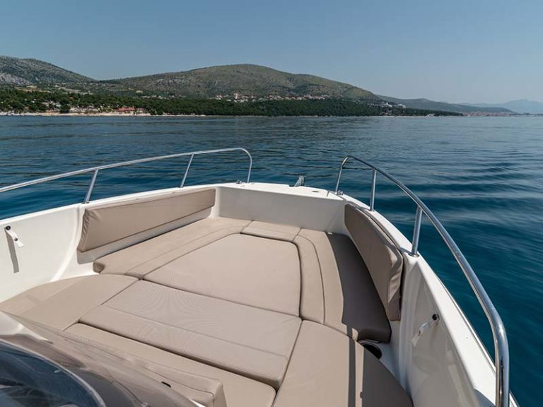 Sundeck boat for hire